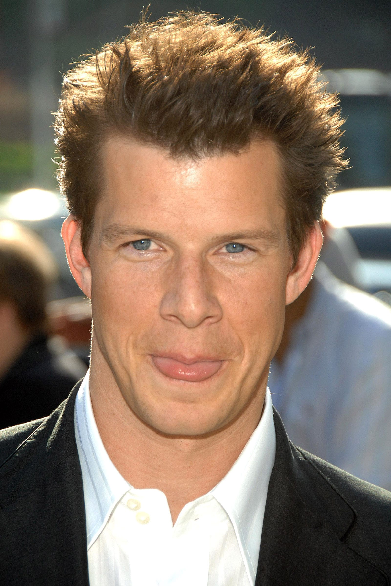 Eric Mabius blow out hairstyle by Everett Collection